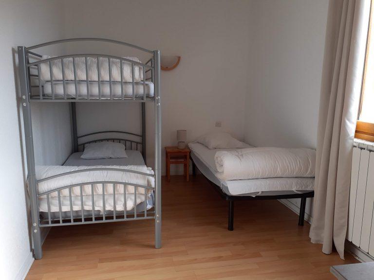 Chambre 1A : 1 petit lit et 1 lit superposé
