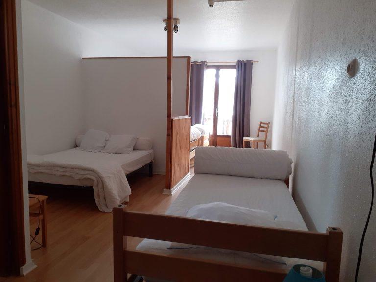 Chambre 6 : 3 lits simples et 1 lit double